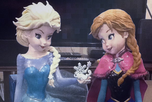 Frozen sisters Ana and Elsa